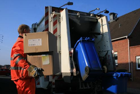 Müllwerker Blaue Tonne