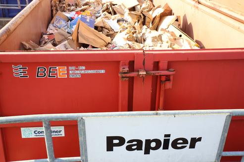 Entsorgungszentrum Papiercontainer